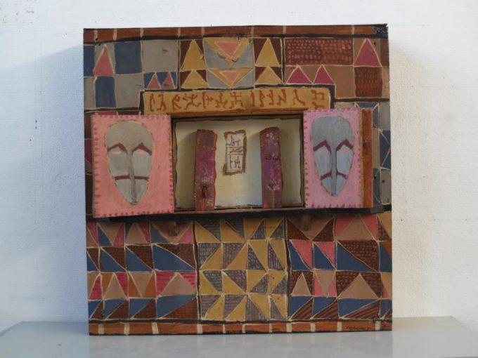 """""""Tabernakel"""" acryl/hout en steen 80x79x14,5 cm. 1985"""