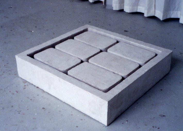 """""""Ontwerp voor Gedenkstätte"""" gips 109,5x101x24 cm. 1999"""