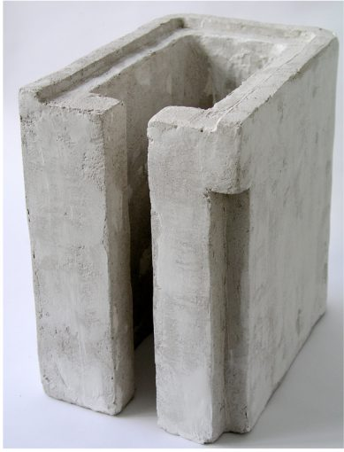 """Zonder titel"" gips en kalk 37x25x37 cm. 2002"
