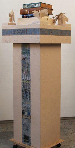 """""""In Principio erat verbum"""" objekt, diverse materialen 2013 146,4x53x45 cm."""